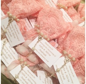Coral-pink lace bonbonniere bags with mini rosary bead