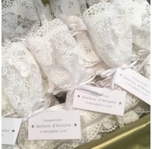 White lace bonbonniere bags