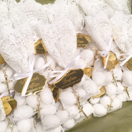 White lace bonbonniere bags with gold tags