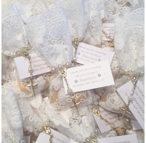 White lace small bonbonniere bags with mini rosary bead