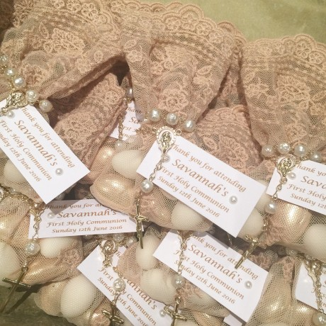 Beige lace bonbonniere bags with mini rosary bead